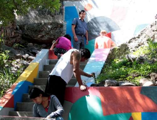 Intervención artística en las escaleras de Barrio Belgrano